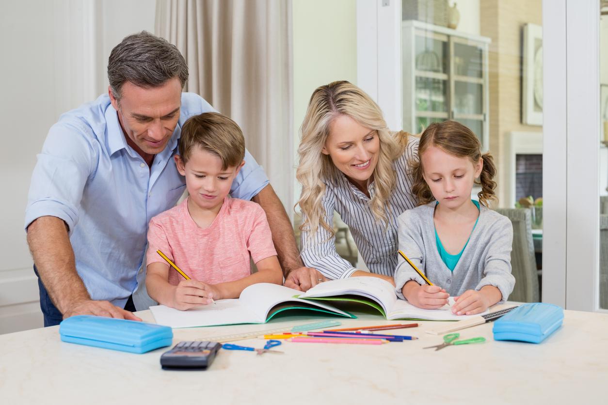 Trabajando y aprendiendo en casa durante el brote del COVID-19
